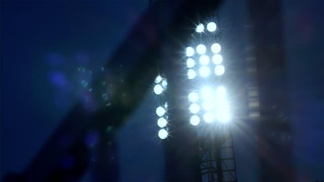 vídeos de stock e filmes b-roll de background of football/soccer/sports stadium lights agains dark sky, 4k - campeão soccer football azul