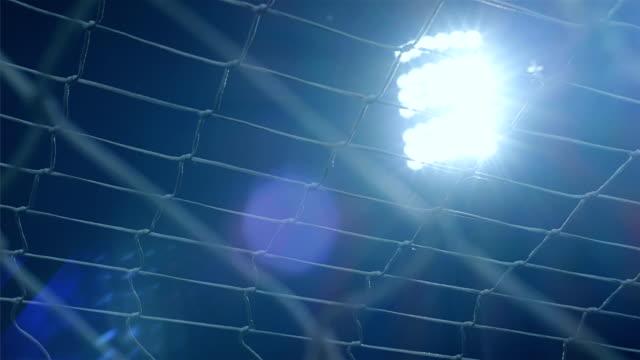 vídeos de stock e filmes b-roll de background of football/soccer/sports stadium lights agains dark sky, net in front, 4k - campeão soccer football azul