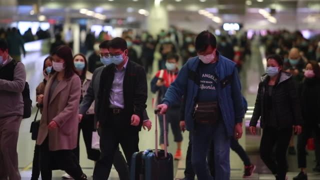 vidéos et rushes de fond de personnes porte le masque sous l'éclosion de coronavirus. - chine