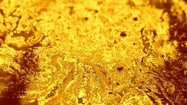 vídeos y material grabado en eventos de stock de fondo de líquido dorado viscoso. - diseño natural