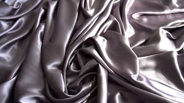 一種背景質地柔軟的銀織物紡織材料反向移動。 - fabric texture 個影片檔及 b 捲影像