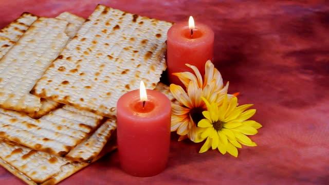 Fondo con matzo para celebración de la Pascua judía - vídeo