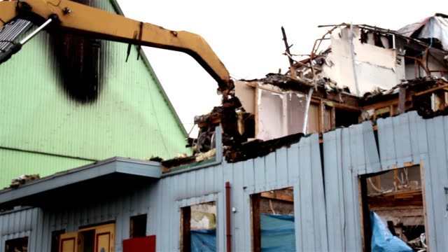 stockvideo's en b-roll-footage met backhoe is getting a piece from the roof - shovel