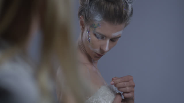 backstage. make-up artist corrects model`s stage make-up. fashion video. - clavicola video stock e b–roll