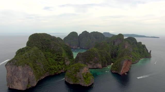 bakåt ön antenn utsikt - phuket bildbanksvideor och videomaterial från bakom kulisserna