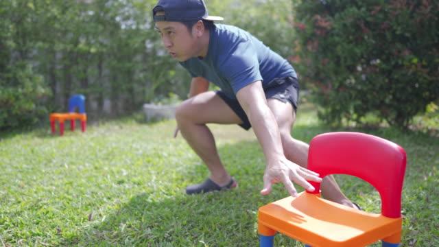 backyard konditionsträning. - hemmaträning bildbanksvideor och videomaterial från bakom kulisserna