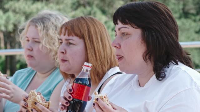 Mauvaises habitudes alimentaires - Vidéo