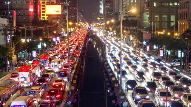 bad traffic jam of urban nigh city - bangkok stok videoları ve detay görüntü çekimi