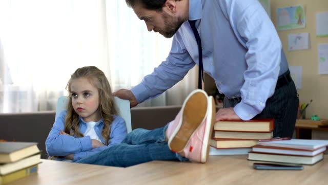 vídeos de stock, filmes e b-roll de filha mal comportada, sentado à mesa, ignorando as observações de pais, conflito - malícia