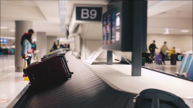 stockvideo's en b-roll-footage met bagage riem - vliegveld vertrekhal
