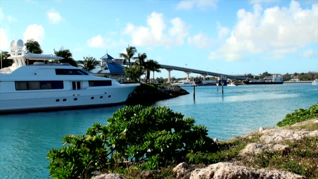Bahamas video