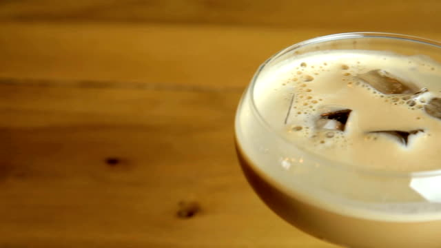 baileys espresso martini - martini bildbanksvideor och videomaterial från bakom kulisserna