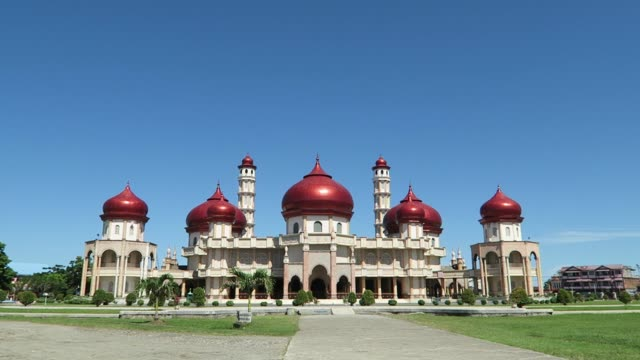 Baitul Makmur Grand Mosque in Meulaboh City, Indonesia video