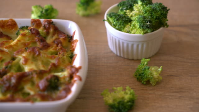 baked cauliflower and broccoli gratin with cheese - broccolo video stock e b–roll