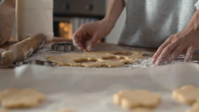 baker making biscuits at home - nadziewany placek filmów i materiałów b-roll