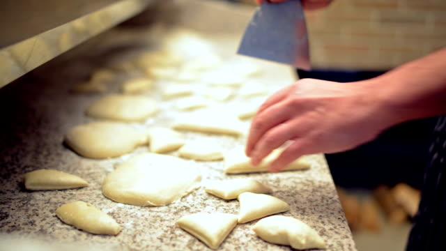 baker 準備チャバタのパン - 食パン点の映像素材/bロール