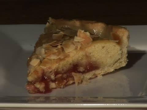 bakewell tart with custard - vaniljsås bildbanksvideor och videomaterial från bakom kulisserna