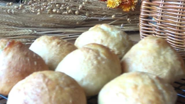 職人のパンを焼く - 食パン点の映像素材/bロール