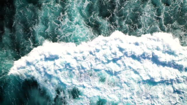 onde di bali - costa caratteristica costiera video stock e b–roll