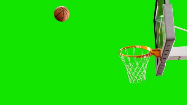 vídeos y material grabado en eventos de stock de spinning en la cesta de vuelo de la bola en cámara lenta sobre pantalla verde. hermoso tiro profesional en un aro de baloncesto. concepto del deporte. animación 3d 4k uhd 3840 x 2160. - basketball hoop