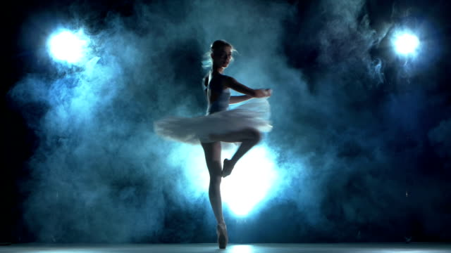 stockvideo's en b-roll-footage met ballerina doing a workout  on blue - ballet