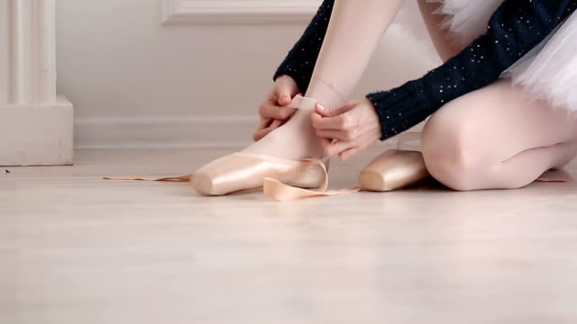 Ballerina dress pointes video