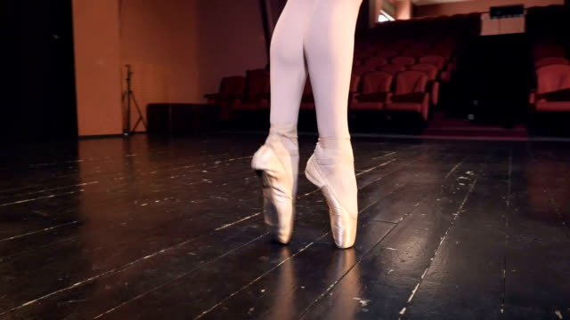 A ballerina steps on the tips of her shoes. video