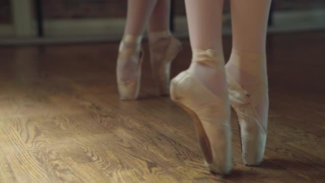 Ballerinas on Toes - Relevé video