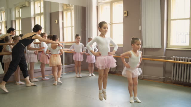 balett klass - balettstång bildbanksvideor och videomaterial från bakom kulisserna