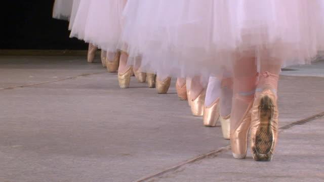 ballett im pointe - ballettröckchen stock-videos und b-roll-filmmaterial