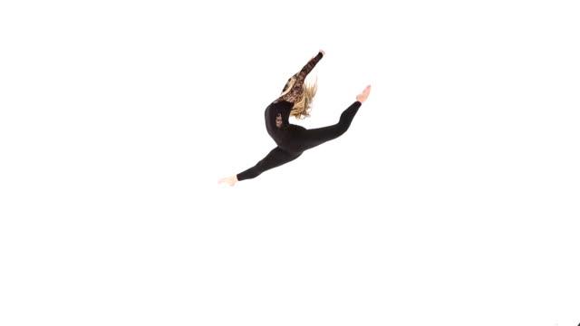 vídeos de stock, filmes e b-roll de dançarina de balé pulando - bailarina