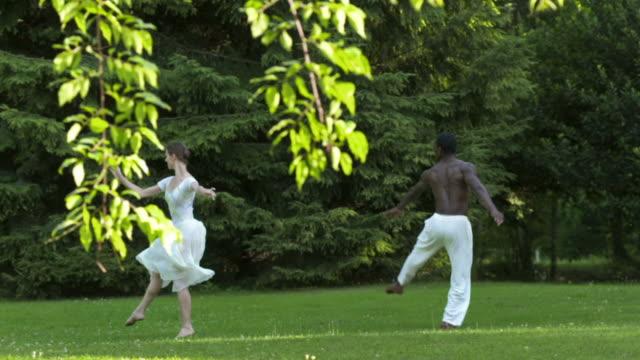 hd スローモーション: バレエの公園 - バレエ点の映像素材/bロール