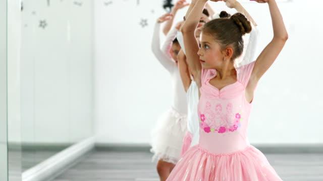 vídeos de stock e filmes b-roll de ballet practice. - tule têxtil