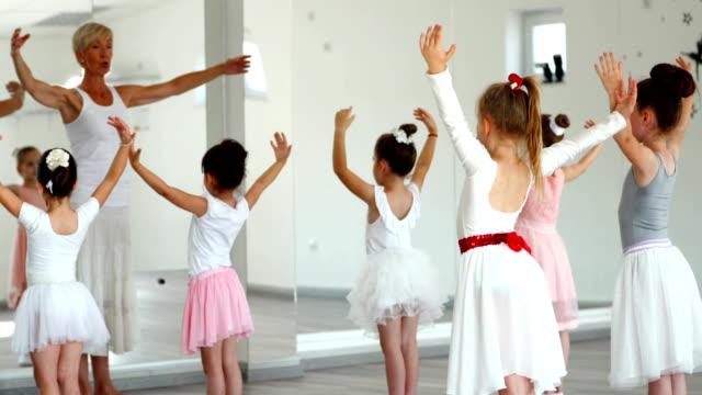 バレエの練習。 ビデオ