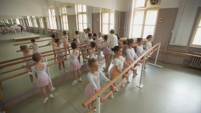 balett skola klass - balettstång bildbanksvideor och videomaterial från bakom kulisserna
