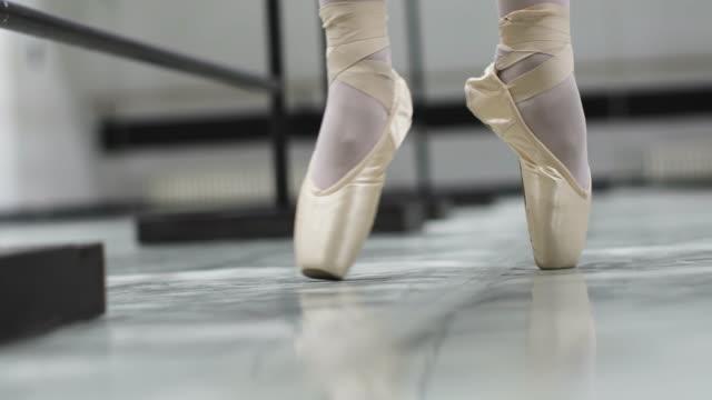 ballettschule - ballettschuh stock-videos und b-roll-filmmaterial