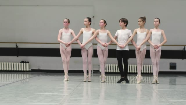stockvideo's en b-roll-footage met balletschool - ballet