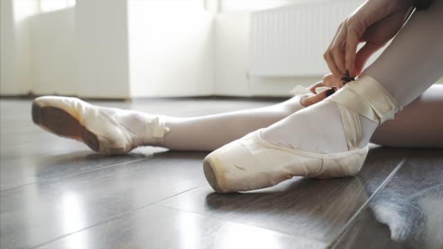 ballettschuhe. - ballettschuh stock-videos und b-roll-filmmaterial