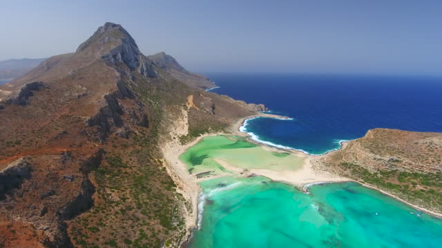 balos beach. kreta, grekland. antenn drönare sköt. - grekland bildbanksvideor och videomaterial från bakom kulisserna