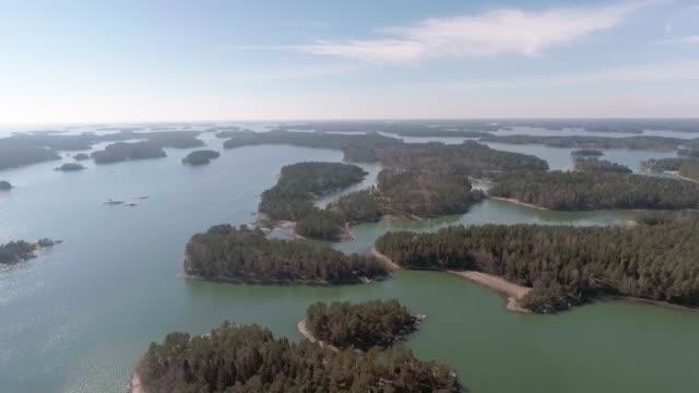 vídeos de stock e filmes b-roll de baltic sea archipelago - arquipélago