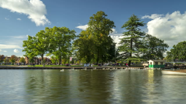 Bancroft Gardens and River Avon in Stratford-upon-Avon - 4k -time-lapse