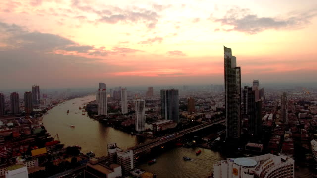 bangkok dal ronzio - fiume chao phraya video stock e b–roll
