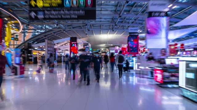 bangkok city national airport duty free store zone walking timelapse panorama 4k thailand - vídeo