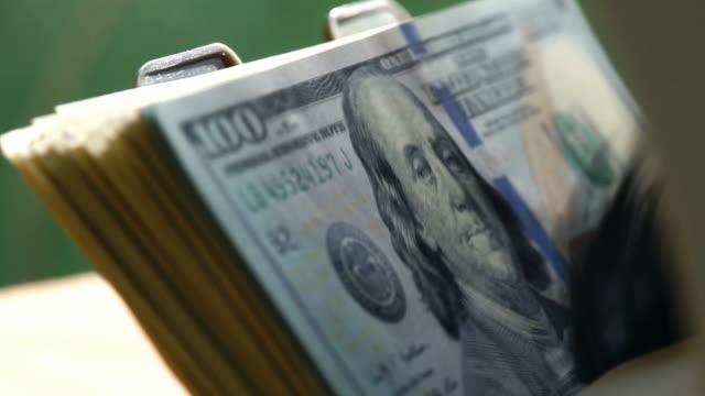 stockvideo's en b-roll-footage met bank counter close up (p. viii) - uitwisselen