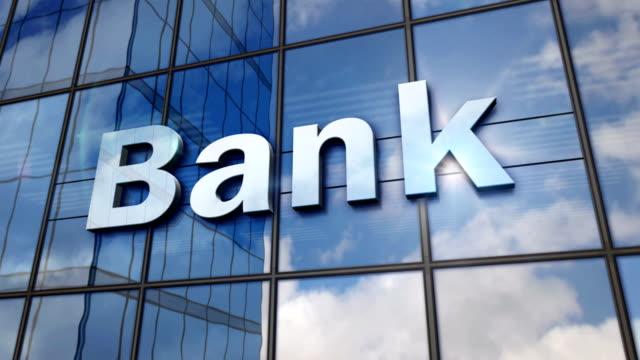 stockvideo's en b-roll-footage met bank glas gespiegelde gebouw - bankieren
