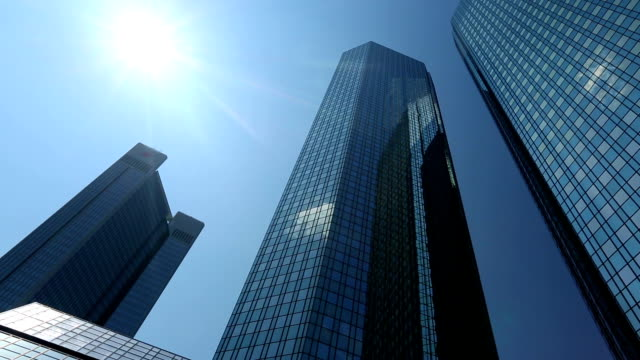 stockvideo's en b-roll-footage met bank in frankfurt, pannen - bank financieel gebouw