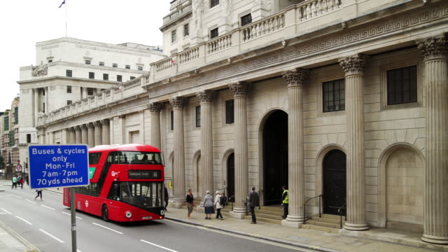 bank of england in london threadneedle street - neoclassical architecture stock videos & royalty-free footage
