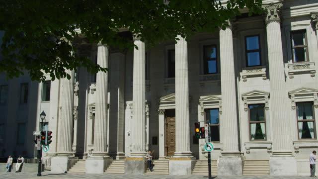 bank of montreal - bankgeschäft stock-videos und b-roll-filmmaterial