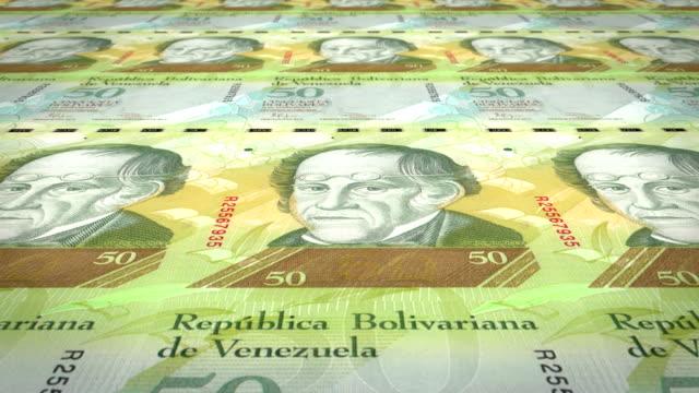 vídeos de stock e filmes b-roll de banknotes of fifty venezuelan bolivars rolling on screen, cash money, loop - circular economy