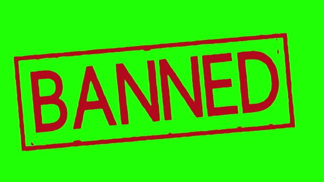 vídeos de stock e filmes b-roll de banned stamp on green screen white and black - criminoso